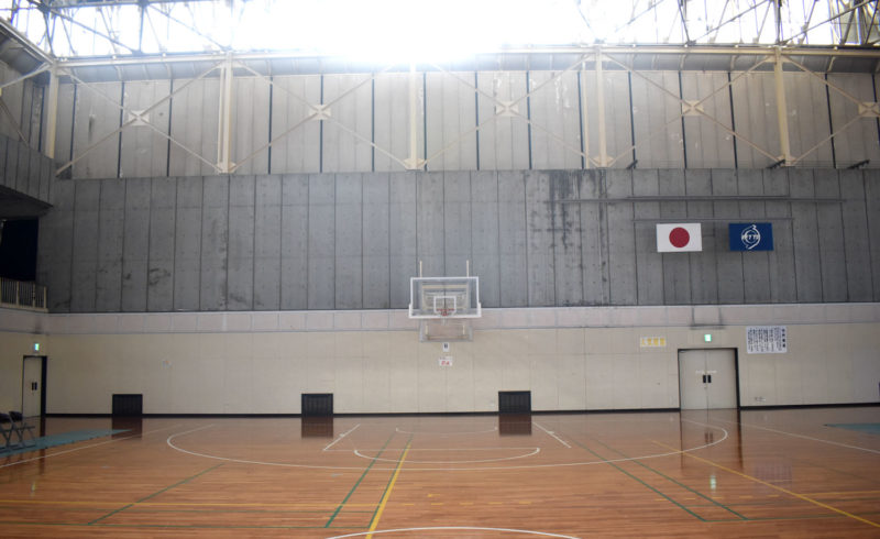 栗東市民体育館の窓